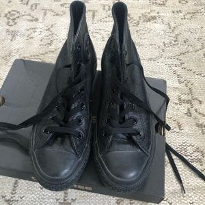Converse leather high top sneakers size 6